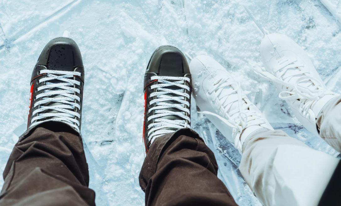 Flott auf dem Eis mit den perfekten Schlittschuhen